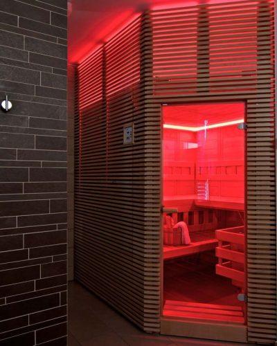 červené osvetlenie v saune indikuje nepripravenosť sauny