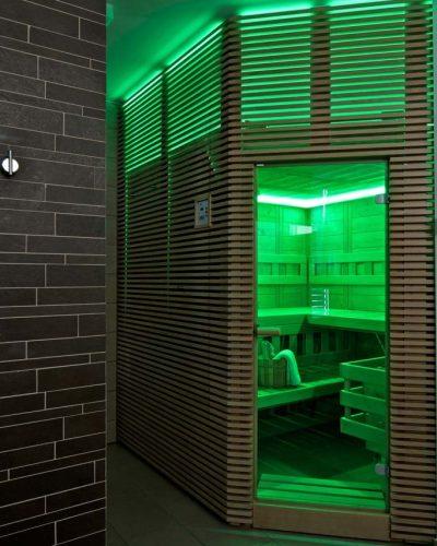 Zelené svetlo indikuje pripravenosť sauny na použitie
