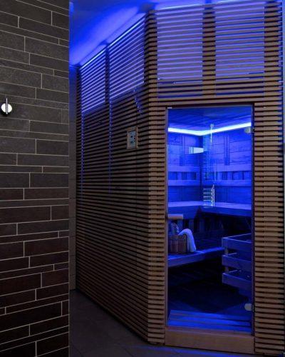 Modré osvetlenie v saune